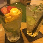 Soda đào và Mojito trái cây