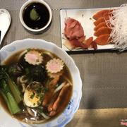 Udon và combo cá hồi + sò đỏ