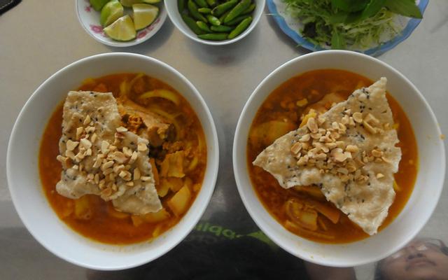 Bé - Mì Quảng & Bún Riêu