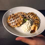 Waffle w banana🍌
