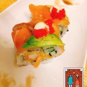 Đây là món sushi cầu vồng- món ăn ở đây tạm ổn, không gian nhỏ hẹp. Được cái cũng sạch sẽ, mỗi tội nhân viên phục vụ chán quá :((