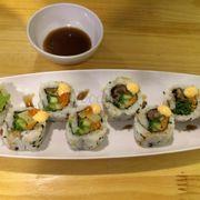 Sushi bò, rau trứng