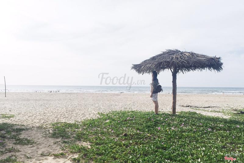 Bãi biển trước mặt nhà nghỉ