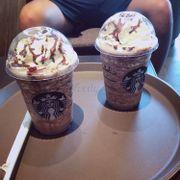 Starbucks )))