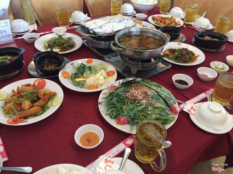 Đồ ăn trưa nguyên bàn
