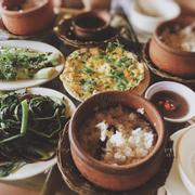 Trứng chiên, kho quẹt, rau luột, cà hấp mỡ hành