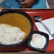 Cơm cà ri trứng lòng đào (L)