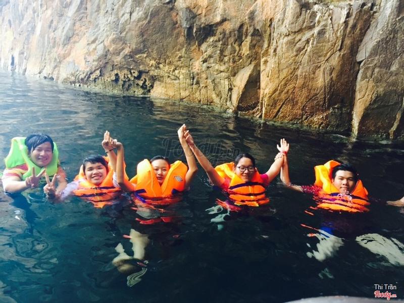 hang động dưới nước
