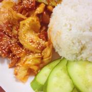 Cơm gà xào bắp cải ăn ngon muốn nuốt lưỡi 😂😂 sốt ở Kều luôn là ngon nhất nên đồ ăn nào cũng ngon 😘