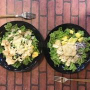 Salad gà vs salad tôm gà