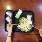 Salad trứng + wrap cá ngừ