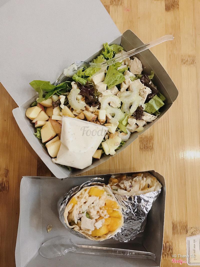 Salad gà táo + wrap gà xoài