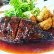 Steak là ngon thôi rồiiiii phần này của mình 120k có thêm bánh mì nóng hổi nữa ngon lắm 💕