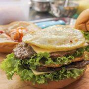 Hamburger Bò 2 Tầng Trứng Phô Mai