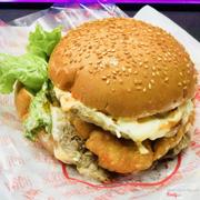 Hamburger bò 2 tầng tôm phô mai