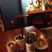 Không gian ấm cúng. Mình khá thích lon cây Cafe con này, rất dễ thương. Nhưng Cafe thì hơi đắng quá! Gọi cf sữa lại đưa cf đen.  Yauat đá ngon