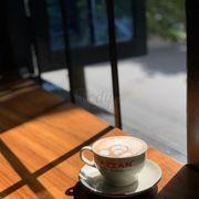 Cacao sữa nóng Azzan thơm ngon rất đặc biệt mà không nơi nào ở các quán cà phê khác có được vì bên Azzan có sx socola và sx bột cacao tươi nguyên chất xuất Nhật Bản nên hương vị rất ngon khác việt