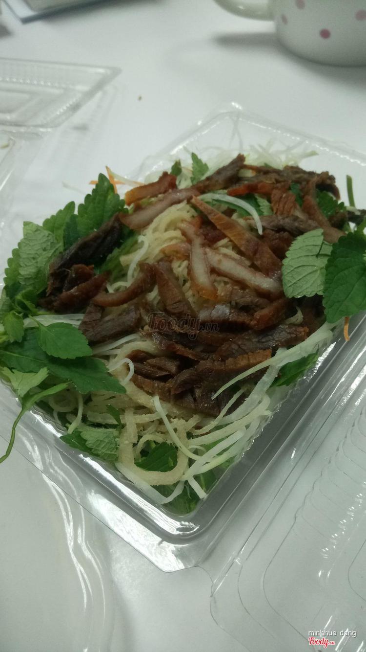Cô Xuân - Nộm Bò Khô ở Hà Nội
