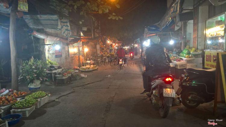Chợ Hoàng Văn Thái ở Hà Nội