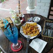 Soda là thức uống cực chất tại Green Garden. Kèm dĩa khoai tây chiên hoặc khoai lang chien thì còn gì bằng !