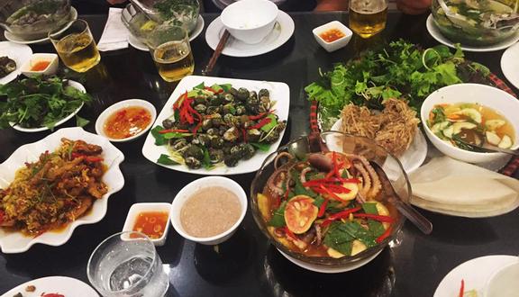Hong Kong Restaurant - Cơm & Hải Sản Tươi Sống