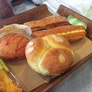 Bánh bắp nhân fromage, bánh mì kem, bánh nướng chocolate