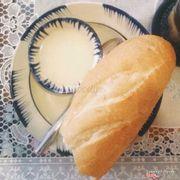 Bánh mì chấm sữa