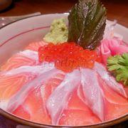 Cơm cá hồi sashimi và trứng cá hồi 149k+