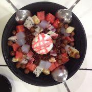 Patpingsu kem 36k, đủ thứ, kem, trái cây, thạch, chè đậu, bánh, kẹo dẽo, đá bào, hơi ngán