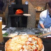 Pizza half: 3 cheese morazzella,... vs half kia la spicy seafood
