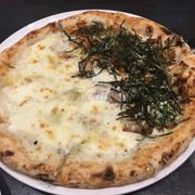 Pizza half chicken, half 5 cheese