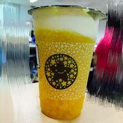 Hoàng gia kem phô mai (là dạng trà xanh xoài + yaourt + kem phô mai + đá xay á)