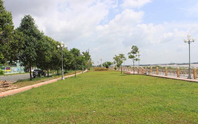 Công Viên Bờ Kè Sông Hậu