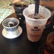 """Trà sữa chocolate 27k + trân châu tuyết 3k + thạch phô mai 5k và cafe """"OM"""" 35k"""