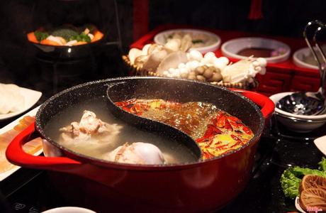 KAKHU Hotpot - Lẩu Tứ Xuyên Celebs