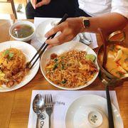 Canh tomyum, set cơm, pad Thai