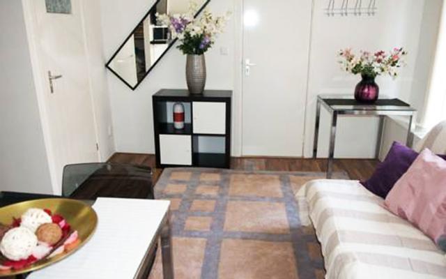 Art Flowers Apartment