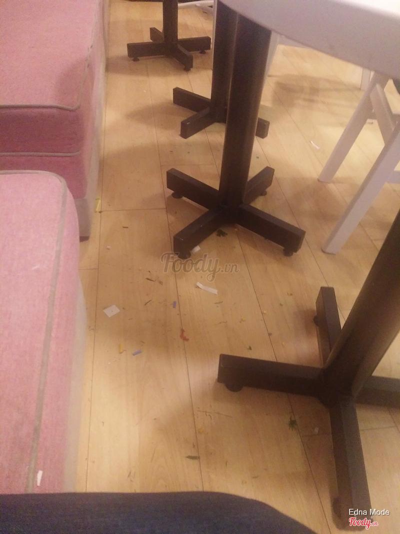 Sàn nhà dơ