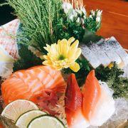 Cá hồi, cá trích ép trứng, món còn mình ko nhớ tên :))