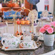 Cakes + Tea
