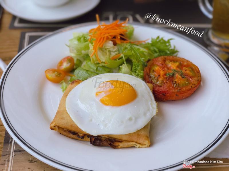 Crepe còmpléte (bánh crepe nhân thịt nguội phô mai + trứng)