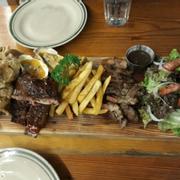 Combo 280k. Có da gà chiên giòn, 320g sườn, 2 hàu phô mai, khoai chiên tẩm vị, steak bò sốt tiêu đen và salad