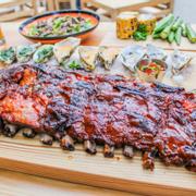 Sườn nướng BBQ xông khói kiểu Thủ Đức nhé, phần này dành cho nhóm 6,7 người lận á, được tặng miễn phí 3 món ăn kèm nè.