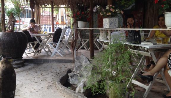 Đời Cát Sân Vườn Cafe