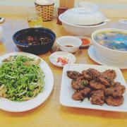 Hoa thiên lý xào nấm, cá kho, chả, canh chuối đậu và cơm trắng giá 150k