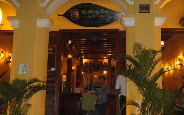 Rau Muống Xanh Restaurant