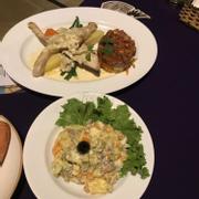 Món cá bốp rau xào cuộn + salad nga