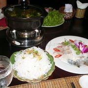 Lẩu hải sản ăn tối