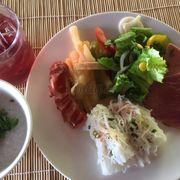 Cháo hải sản- bánh hỏi cuộn thịt heo quay- thức ăn nhanh- nui xào- nước dâu tằm