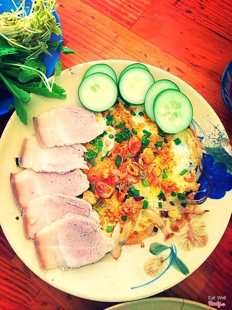 Thịt và trứng chiên